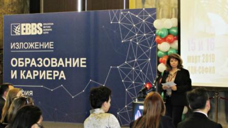"""""""Предложих на организаторите на форума и намерих разбиране и дори очакване да направим друг форум, който да е посветен на децата със затруднения, каза вицепрезидентът Илияна Йотова."""