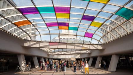 Стела Василева, Shifting Colors, сайт-специфик светлинна инсталация, 2021