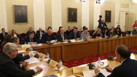 Специализираната парламентарна комисия за борба с корупцията, конфликт на интереси и парламентарна етика изслуша двамата кандидати за председател на КПКОНПИ