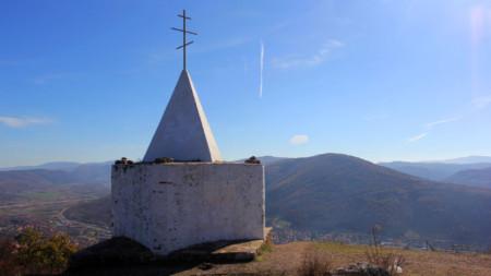 Костницата на Нешков връх, която пази костите на български и сръбски войници, загинали в Сръбско-българската война през 1885 г.