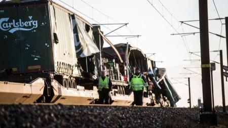 Изглед към товарния влак, от който паднали предмети причиниха жертви в пътнически влак в Дания.