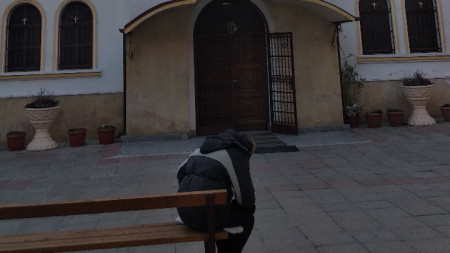 "Входът на централния храм ""Успение Богородично"" в Петрич."