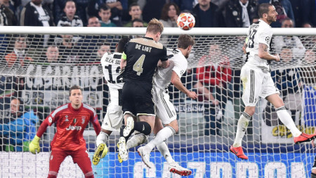 Аякс победи Ювентус в Торино