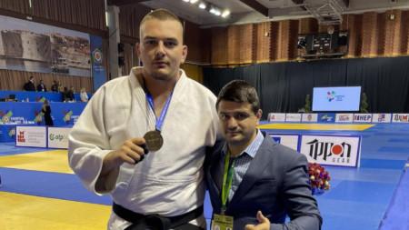Ивайло Димитров и треньорът му Ганчо Дойков.