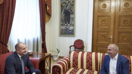 Президентът Румен Радев на среща с председателя на Съюза на българските музикални и танцови дейци Станислав Почекански.