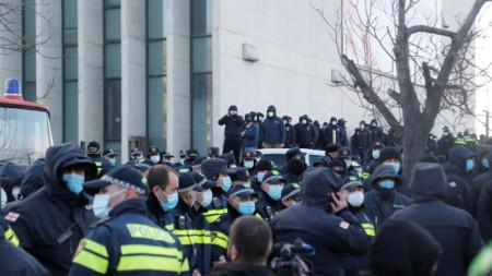 Стотици полицаи участваха в ареста на Ника Мелия
