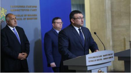 Премиерът Бойко Борисов заедно с главния прокурор Сотир Цацаров и министъра на вътрешните работи Младен Маринов дадоха изявления за медиите в Министерския съвет.