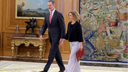 Крал Фелипе VI с председателката на парламента Меритксел Батет