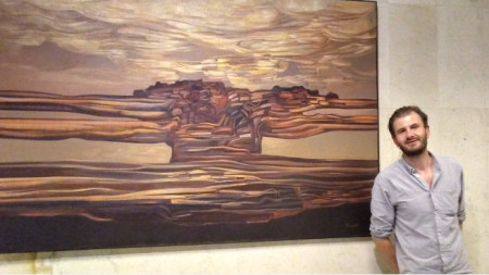 Александър Манев в БНР пред една от картините на баща си - Никола Манев