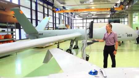 """Израел произвежда големи дронове като този """"Хермес 900"""", но и по-малки, като предназначението им може да бъде много разнообразно."""