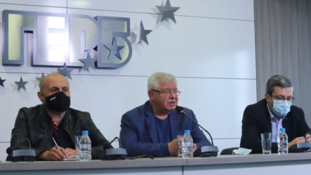 Томислав Дончев, Кирил Ананиев и Тома Биков на брифинг в централата на ГЕРБ в София.