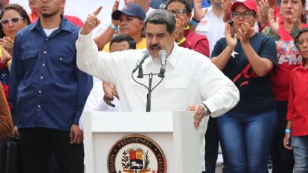 Николас Мадуро говори на митинг в Каракас