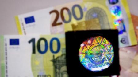 Банкнотите са с подобрени защитни елементи, които ще затруднят фалшифицирането им.
