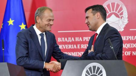 Доналд Туск и Зоран Заев на съвместната им пресконференция в Скопие.