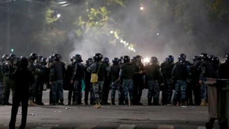 Полицейски сили на протест в Киргизстан