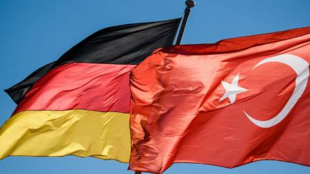 Знамената на Германия и Турция