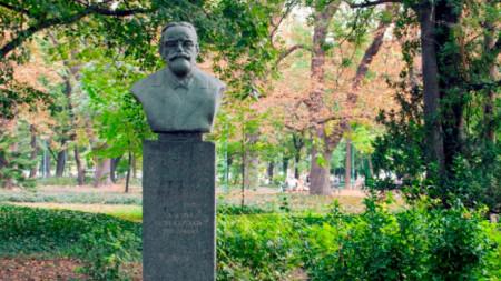 Паметникът на Антон Безеншек в Пловдив