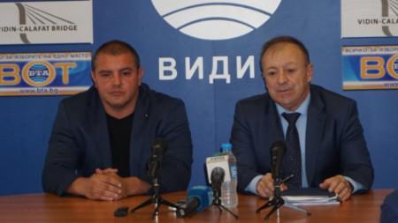 Иво Атанасов (вдясно), който до сега временно изпълняваше длъжността, представи новия областен координатор