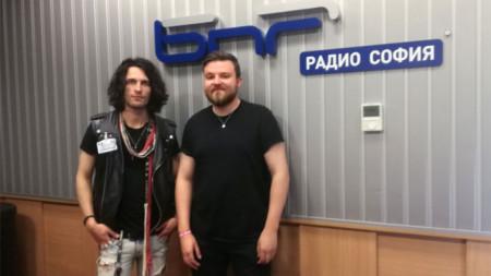 Алекс и Скот (Leontas) пяха и свириха на живо в студиото Радио София