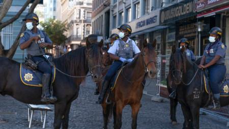 Конна полиция в Кейптаун, РЮА, 2 април 2020 г.