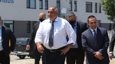 Премиерът Бойко Борисов се включи в направата на първата копка на сградата на българския суперкомпютър