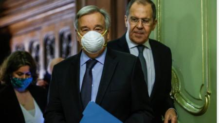Генералният секретар на ООН Антонио Гутериш (вляво) и руският министър на външните работи Сергей Лавров по време на срещата си в Москва
