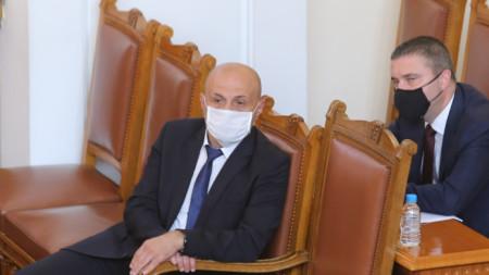 Вицепремиерът Томислав Дончев и министърът на финансите Владислав Горанов в Народното събрание - 26 юни 2020 г.