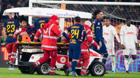 Изнасят Дзаниоло от терена след тежката травма.