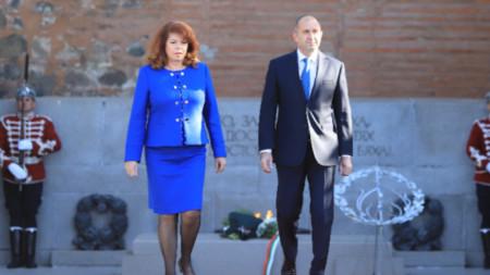 Президент Радев возложил цветы к памятнику Неизвестному солдату в Софии