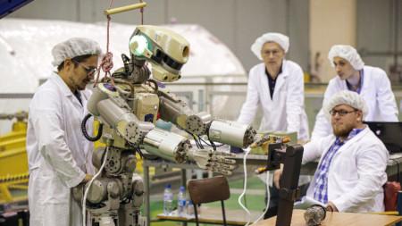 Човекоподобният робот Фьодор