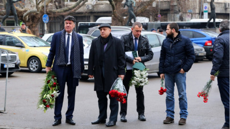 Президентът на БФС Михайлов беше един от първите, които се простиха с Вуцов.