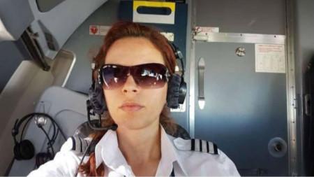 Райна Косева е сред красивите изключения като пилот на самолет