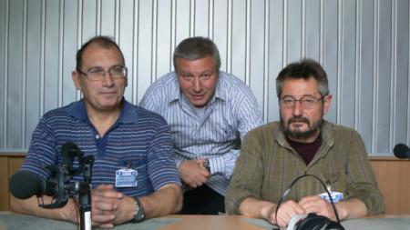 Проф. Иван Ланджев, Митко  Новков и проф. Георги Каприев (отляво надясно)