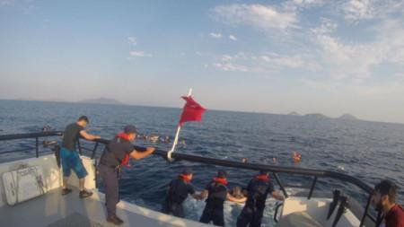 Лодката с около 40 мигранти потънала край бреговете на окръг Бодрум, провинция Мугла, Югозападна Турция.