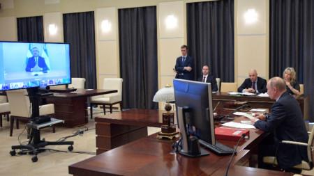 От резиденцията си в Ново Отарьово в срещата се включи и руският президент Владимир Путин