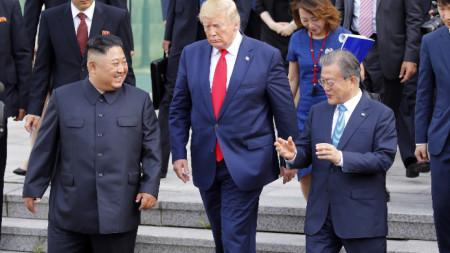 Тръмп стана първият действащ президент на САЩ, стъпил на севернокорейска територия