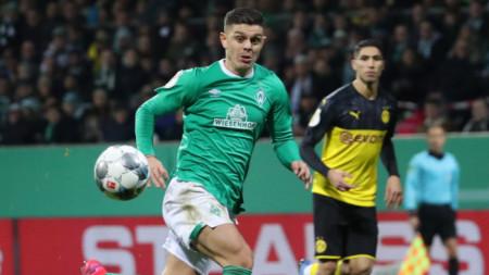 Милот Рашица (в зелена фланелка) вкара третия гол за Вердер.