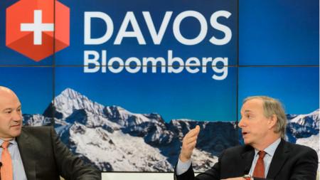 Рей Далио (вдясно) по време на Световния икономически форум в Давос