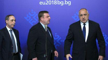 """В Министерския съвет се проведе заседание, на което беше обсъден случаят """"Скрипал"""" и беше изслушан посланикът на страната ни в Руската федерация Бойко Коцев (вляво)."""