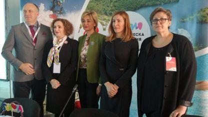 """Belgrad Turizim Örgütü Müdür Yardımcısı Slobodan Unkoviç, Mariya Laboviç, Penata Pindjo, Nikolina Angelkova ve """"Tatil ve SPA expo"""" fuarını organize eden Prim Expo Müdürü Vihra Ognyanova."""