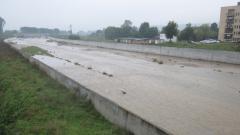 Река Ботуня повиши нивото си от проливния дъжд