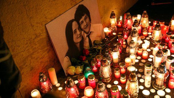 Запалени свещи в Братислава в памет на убития журналист и годеницата му