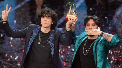 """Ермал Мета и Фабрицио Моро, които като дует изпяха """"Нищо не ми направихте"""" - песента победител на Санремо тази година"""
