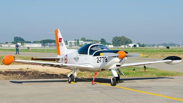 Учебен самолет SF-260 та турските ВВС като катастрофиралия