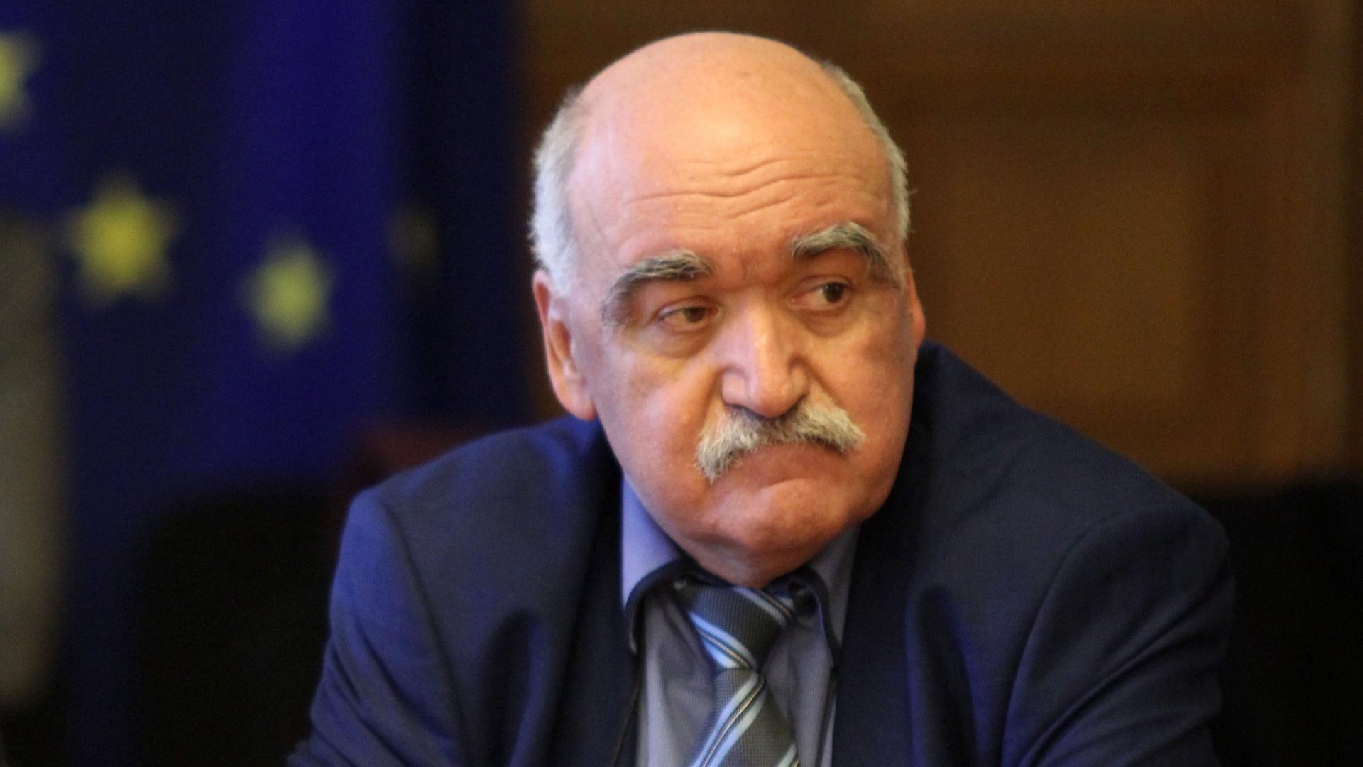 проф. Камен Плочев