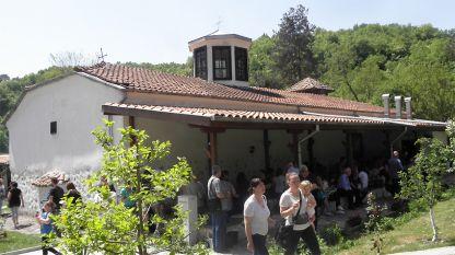 село Златолист, църквата