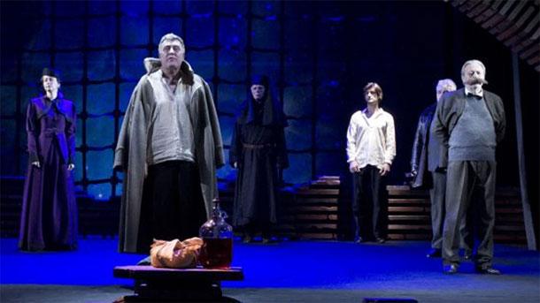 На театрална сцена