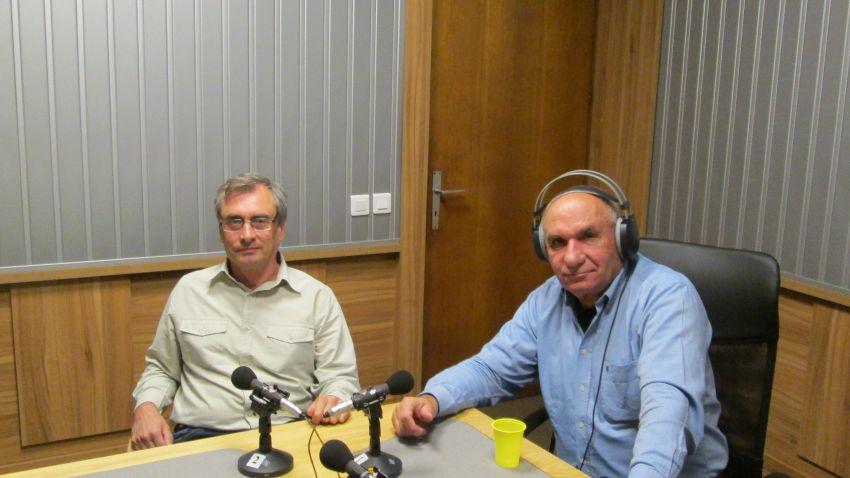 Валентин Дрехарски (вляво) и Симеон Идакиев в студиото на