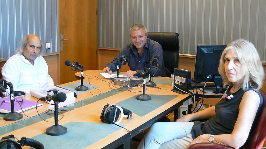 Проф. Михаил Неделчев, Митко Новков и проф. Миглена Николчина (отляво надясно) в студиото на предаването.
