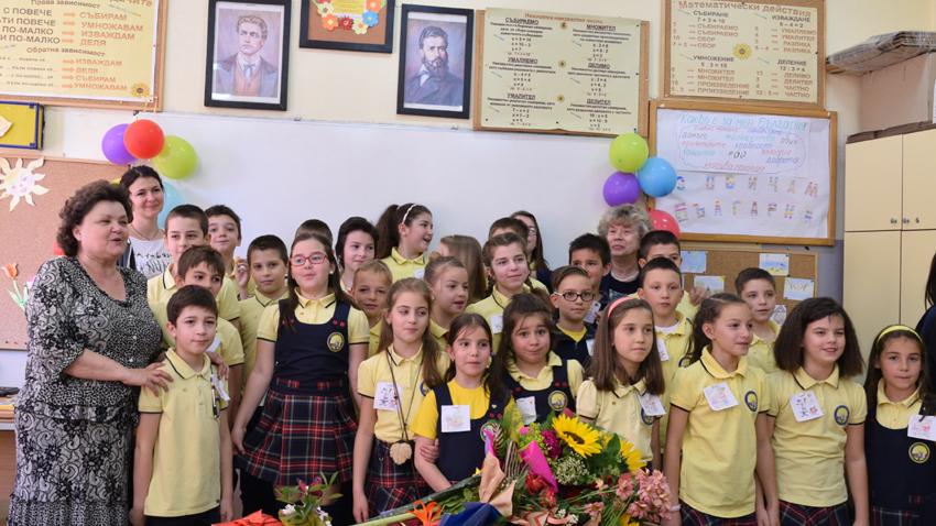 Румяна Тунева (в ляво) със своите ученици